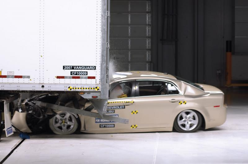 Iihs Study Weak Guards On Truck Trailers Pose Deadly